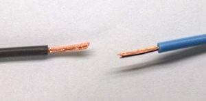 Два провода с зачищенными концами