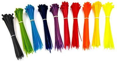 Много разноцветных кабельных стяжек